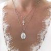 collier multirangs croix et medaille