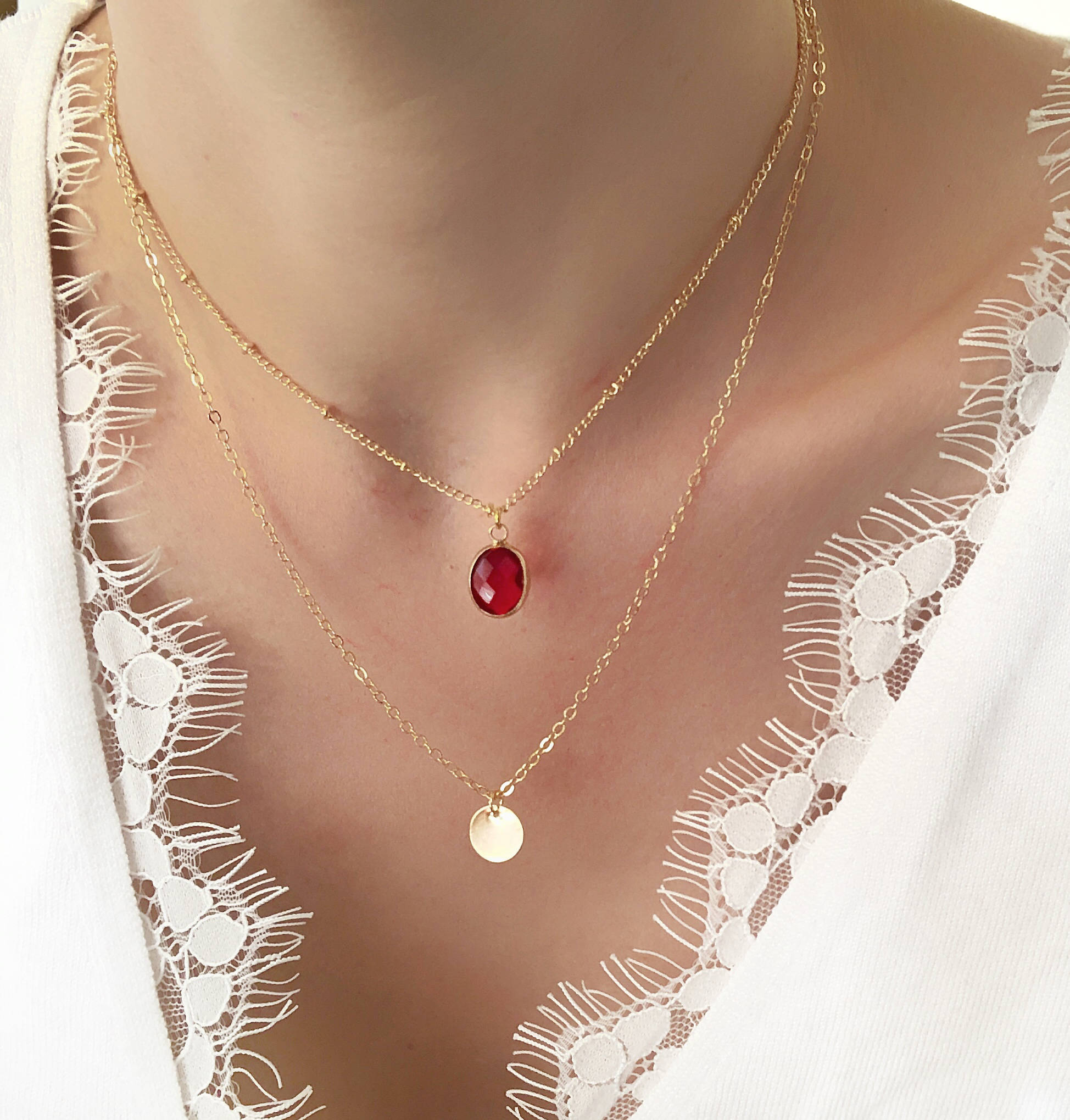 collier or et pierre rouge